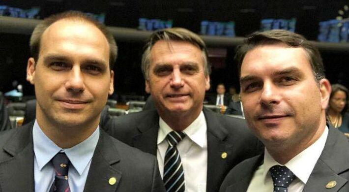 Os filhos Eduardo e Flávio Bolsonaro e o presidente