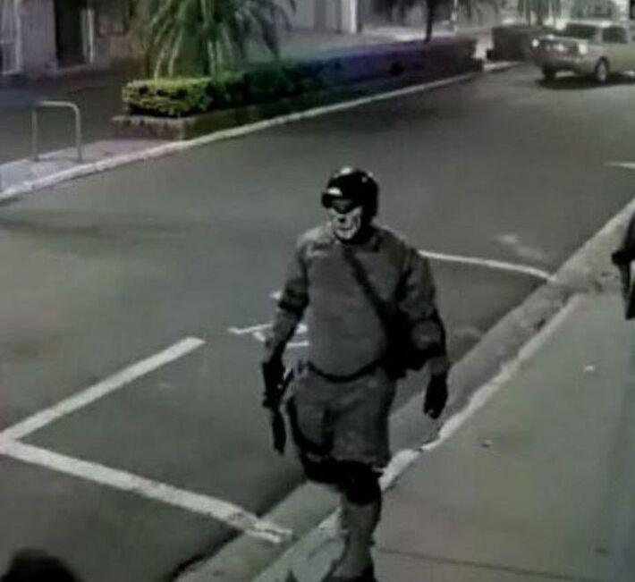 Um dos suspeitos capturado pelo circuito de monitoramento