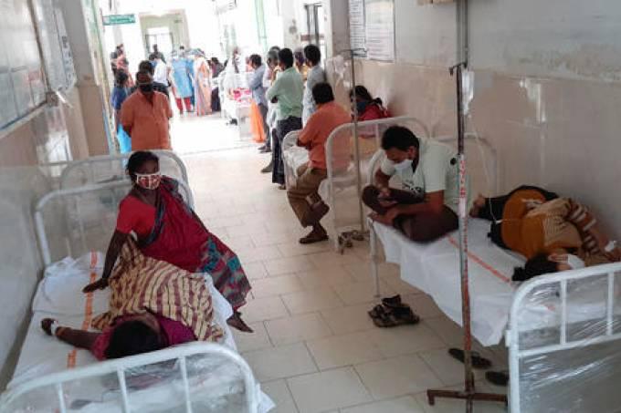 Imagens mostram corredor do hospital em Eluru lotadas com pacientes infectados por doença misteriosa