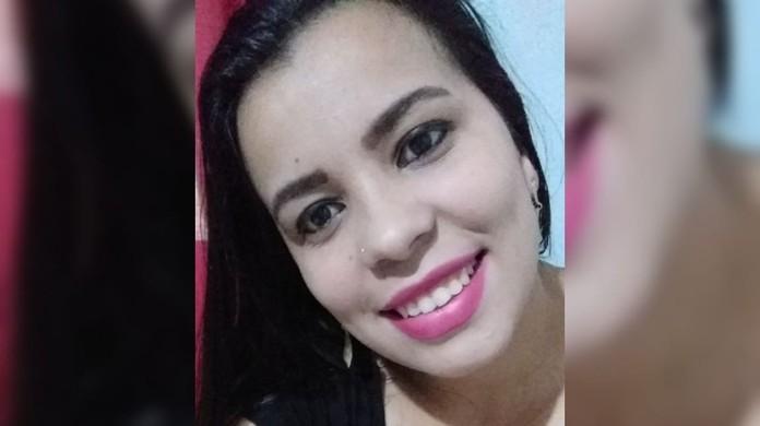 Thalia Ferraz foi morta na noite de quinta-feira (25) pelo ex-companheiro em frente aos seus familiares em SC