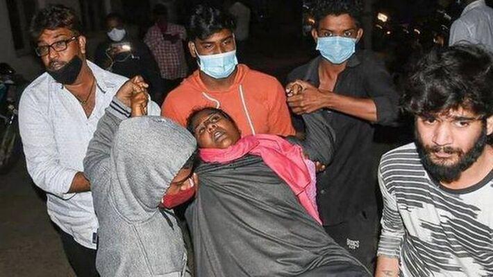 Centenas de pessoas foram hospitalizadas na Índia por causa de doença misteriosa