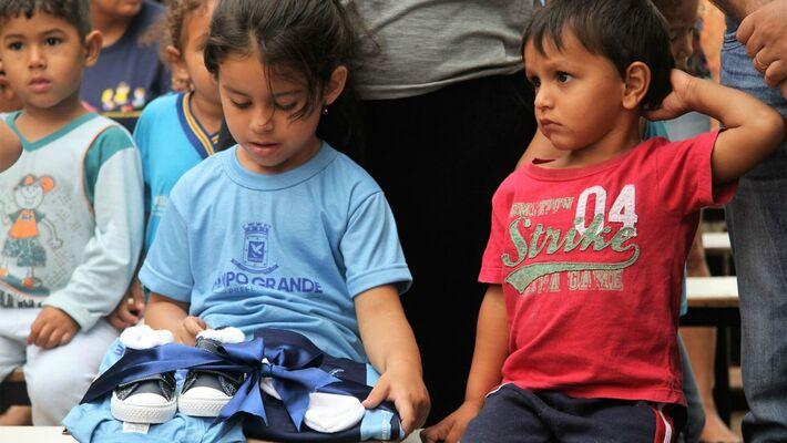 Prefeitura quer concluir até o começo de maio a entrega de uniformes na rede de ensino de Campo Grande