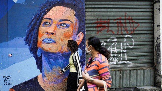 Grafite em parede no Centro em homenagem à vereadora