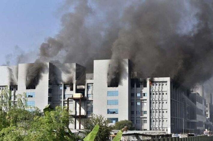 Incêndio no Instituto Serum, na Índia, maior fabricante de vacinas do mundo