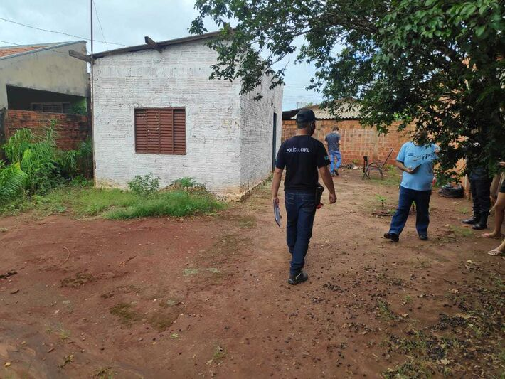 Equipes da Polícia Civil e da perícia foram até o local.
