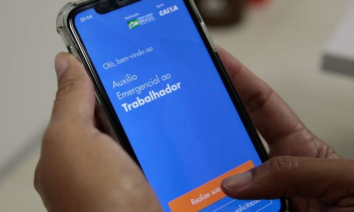 Com contribuição do cancelamento do auxílio, rejeição de Bolsonaro sobe para 40% e aprovação cai para 31%