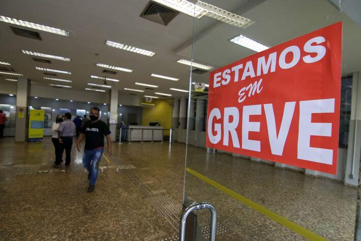 Funcionários paralisaram atividades em todo o Brasil em manifestação contra pacote de reestruturação da diretoria do BB