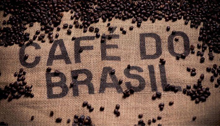 Café, é uma bebida quente, típica no Brasil