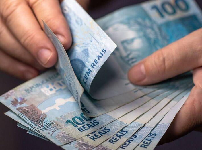 Dados do TSE mostram que  91,5 mil beneficiários do auxílio emergencial ou do Bolsa Família doaram para campanhas eleitorais