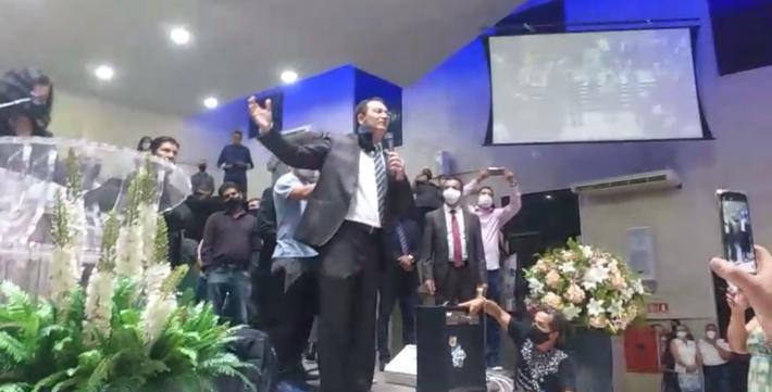 Pastor pede que Assembleia seja encerrado