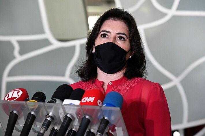 Senadora anunciou em coletiva nesta quinta (28) que seguirá como candidata independente após seu partido (MDB) apresentar negociações de apoio ao candidato apoiado pelo governo, Rodrigo Pacheco