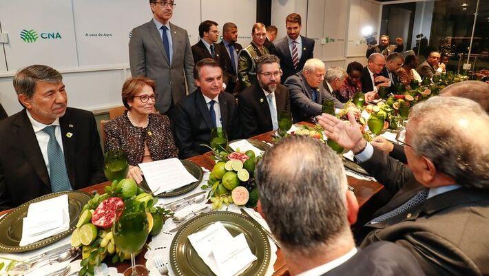 Jair Bolsonaro e ministros em confraternização da Federação das Associações Muçulmanas do Brasil (FAMBRAS), na CNA