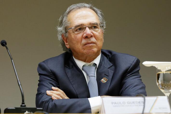 """Paulo Guedes quebra férias oficiais (até 08.dez.2021) para reunião um dia após declaração de Bolsonaro sobre Brasil estar """"quebrado"""""""