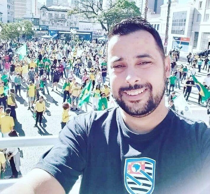O pastor Thiago Souza Andrade, militante do