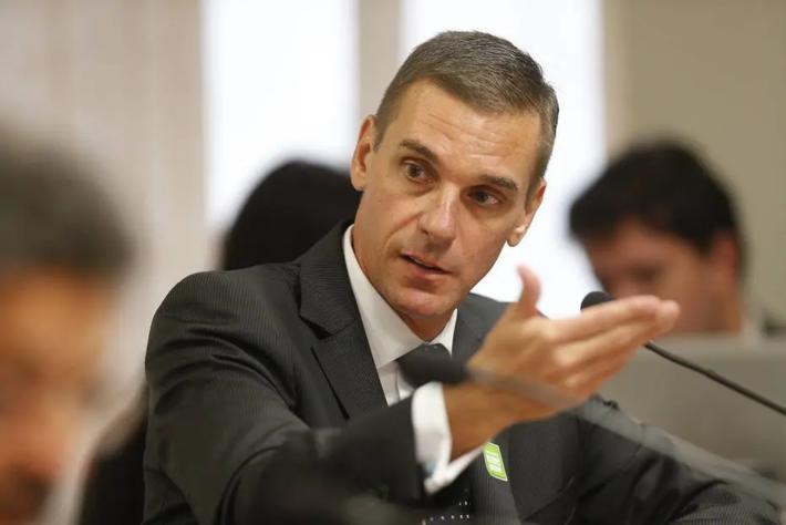 Jair Bolsonaro ameaçou demitir André Brandão do comando do Banco do Brasil após anúncio de plano de reestruturação.