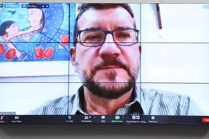 Pedro Kemp quer garantir o direito ao acesso à informação de pessoas com deficiência auditiva