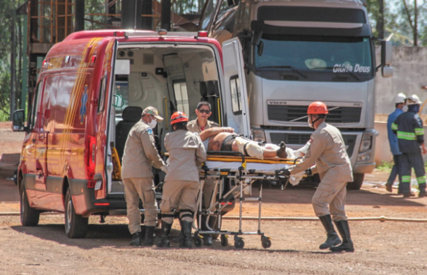 Passageiro foi socorrido pelo Corpo de Bombeiros à Santa Casa