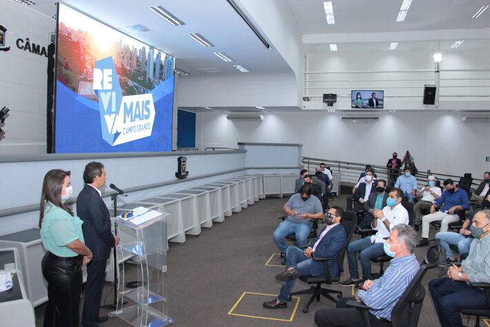 """Marquinhos durante solenidade de apresentação da Equipe de Governo, no Plenário da Câmara Municipal, onde falou detalhes do """"Reviva Mais CG"""""""