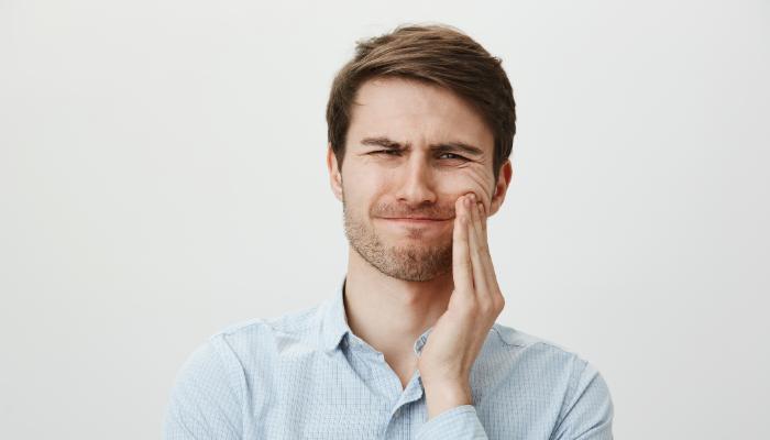 Homem sente dores no dente
