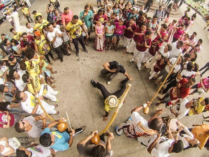 Mestre acreditava que capoeira surtia efeito apenas no presencial, mas formato online levou cultura para o mundo