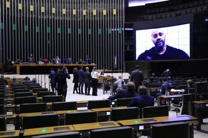 Daniel Silveira participa da sessão da Câmara por meio de videoconferência