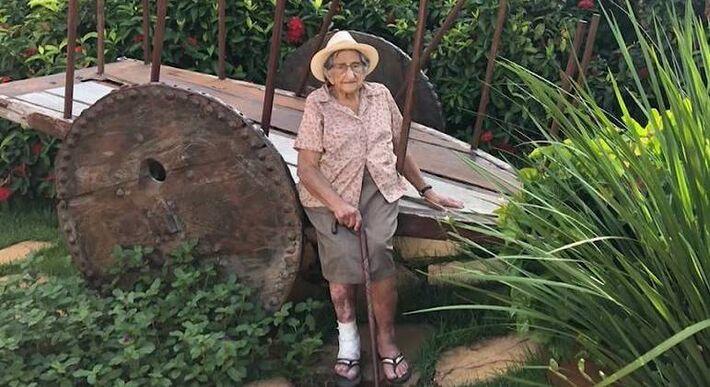 O corpo de Edna Batista da Cruz, de 94 anos, foi enterrado nesta terça-feira (16)