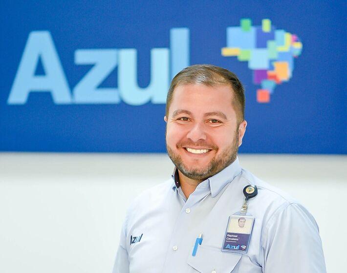 Funcionário da empresa Azul de aviação