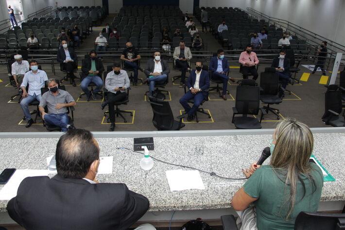 Secretária Elza Fernandes defende retorno híbrido de 40% a 50% do total de alunos