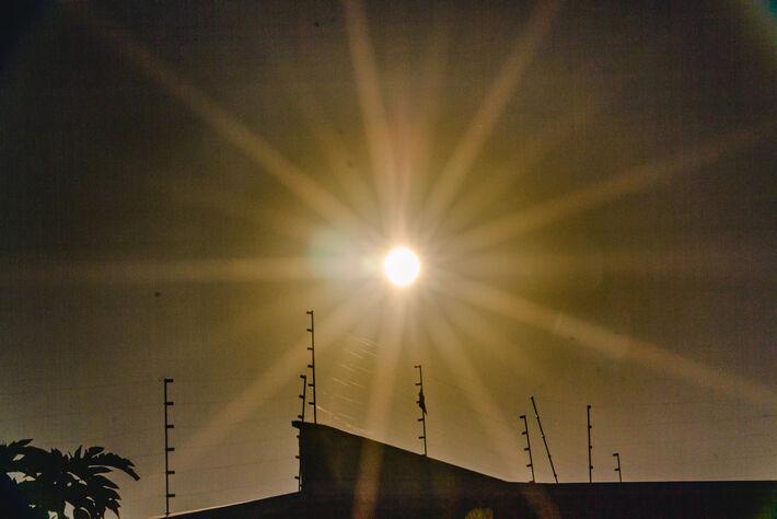 Sol quente nesta 3ª-feira em Campo Grande