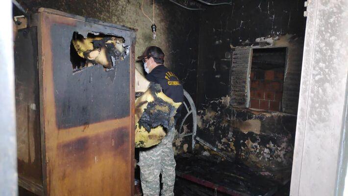 Quarto de Dinamérico ficou destruída pela fogo