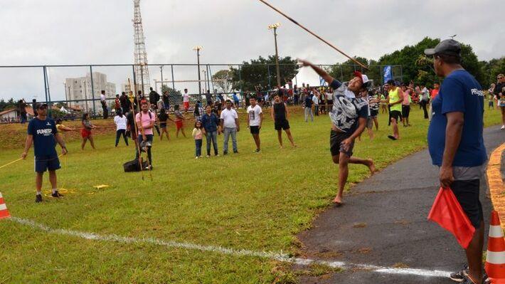 Modalidades vem reduzidas em 2021 e atletas competem no futebol de campo, futsal, cabo-de-guerra e arco e flecha.