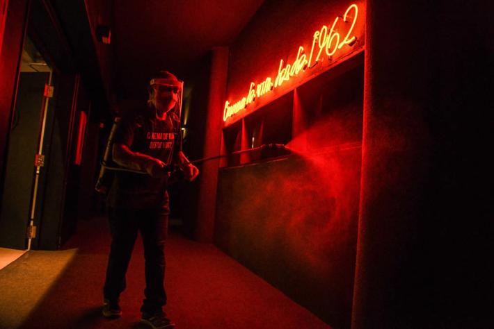 Cinesala em São Paulo cinema de rua que ficou fechado durante meses na quarentena por causa do coronavírus e reabriu após financiamento coletivo em outubro de 2020 -