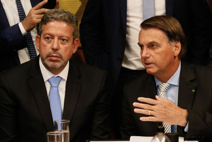 Presidente da República Jair Bolsonaro entrega ao Presidente da Câmara dos Deputados  Arthur Lira o Projeto de Lei que tornar os Correios em uma Sociedade de Economia Mista