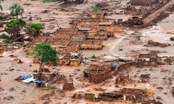 Mariana em Minas Gerais ficou devastada pelo rompimento da barragem em 2015
