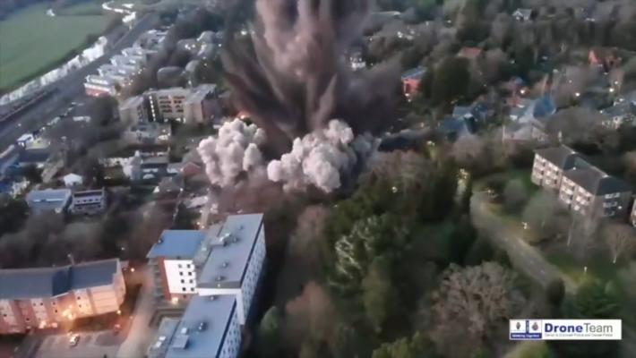 Explosão de bomba da 2ª Guerra Mundial no Reino Unido