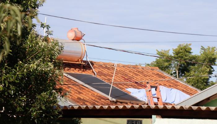Corpo achado sobre telhado de residência na Vila Fernanda