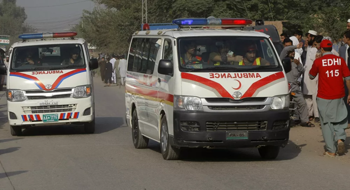 Carro explode ao passar sobre mina explosiva no Paquistão