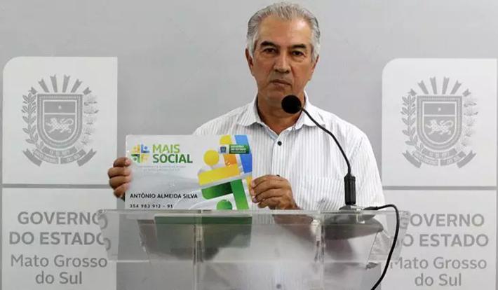"""Reinaldo Azabuja mostra  como será o cartão do """"Mais Social"""""""