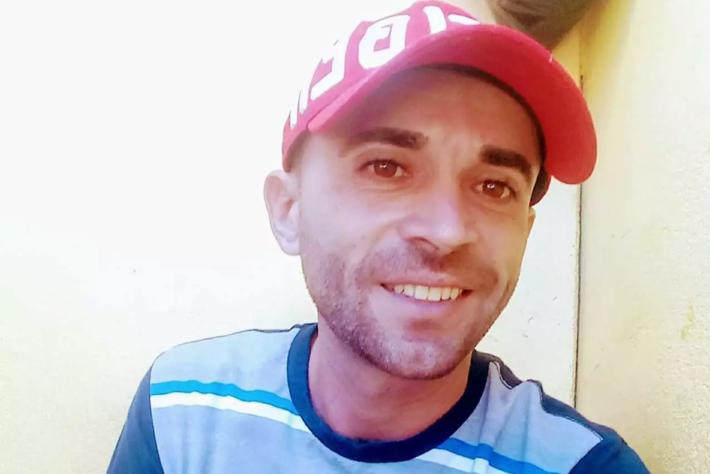Luiz foi atingido por quatro tiros na região do tórax e do braço. No local, a informação era de que a vítima já havia cumprido pena. O caso foi registrado na Delegacia de Pronto Atendimento Comunitário do Centro e segue sob investigação.