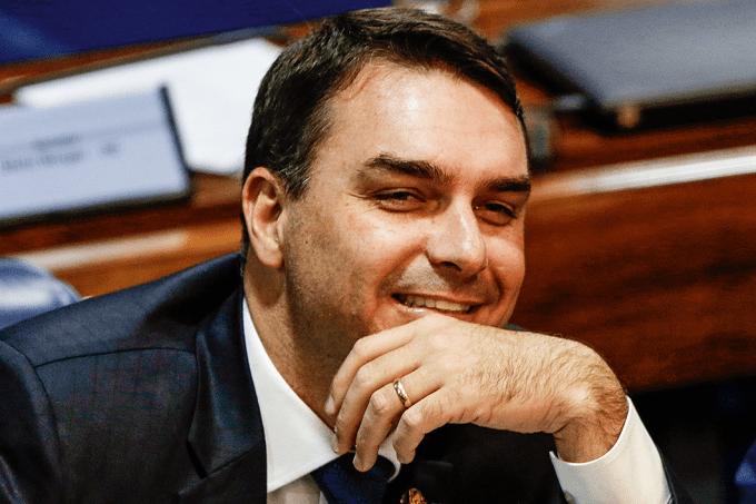 Flávio Bolsonaro: decisão favorável junto ao Conselho Nacional do Ministério Público, que investigará denuncias do senador contra a promotora Patrícia do Couto VillelaCristiano Mariz