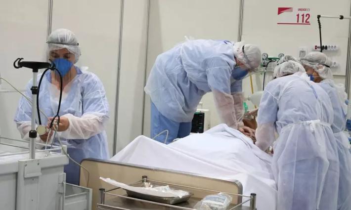 Médicos faze, ventilação manual