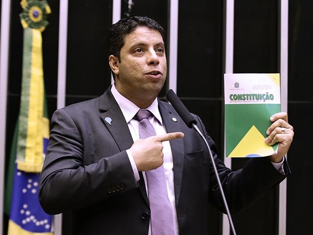 Igor Timo (Podemos-MG) foi o relator do texto-base, que não alterou projeto do Senado Federal