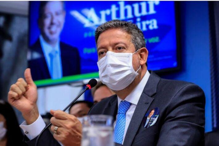 Presidida por Arthur Lira (foto acima), votação contou 10 abstenções no resultado de 341 votos a favor e 121 contra à aprovação da PEC