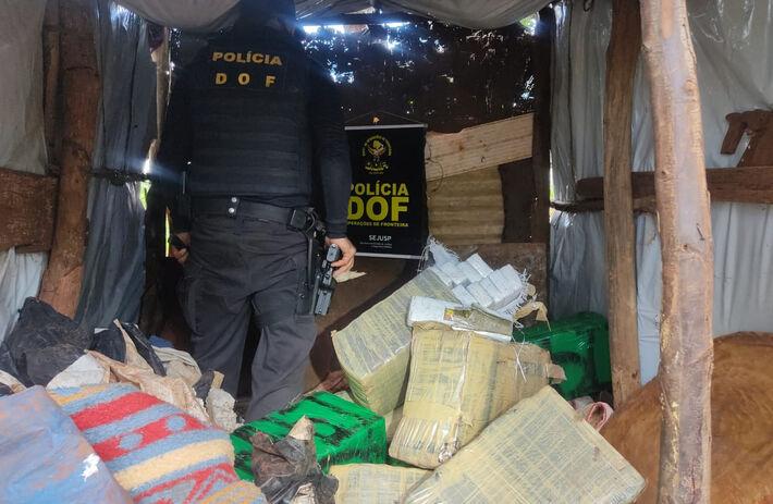 Os 257 kg de maconha, estavam dentro de casa e de Fiat Pálio, no Assentamento Santo Antônio, município de Itaquiraí.