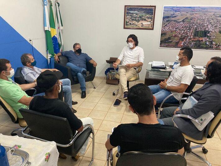 Reunião com vereadores expôs medidas adotadas e esclareceu situação do município.
