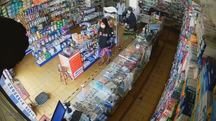 Dona e funcionaria da loja foram rendidas por arma branca