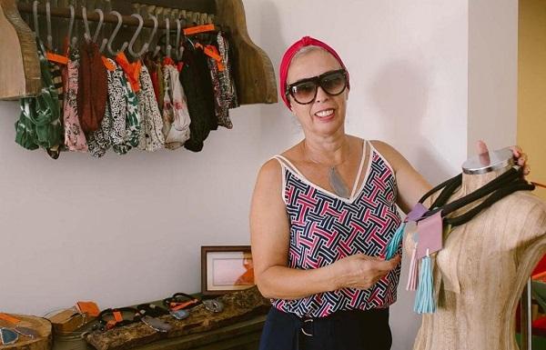 """Primeira oficina """"Amarração de turbante"""", com Sandra Padilha, estará disponível no YouTube ao fim do mês"""