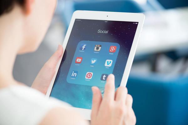 """Quase 90% dos leitores entrevistados alegaram """"óbvio que sim"""" quanto ao acesso de aplicativos durante o curso das aulas online"""