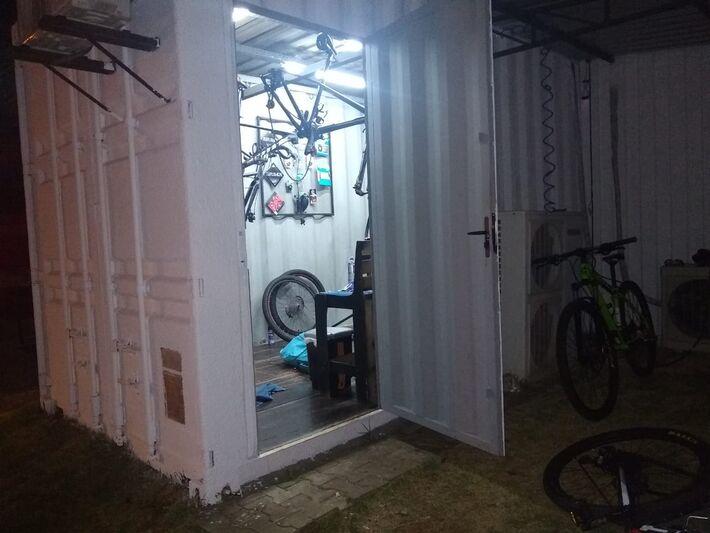 Proprietário do estabelecimento contou que as bicicletas eram de clientes.