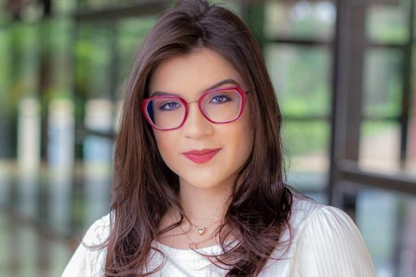 Ex-assessora do próprio marido, Raquelle Lisboa Alves.